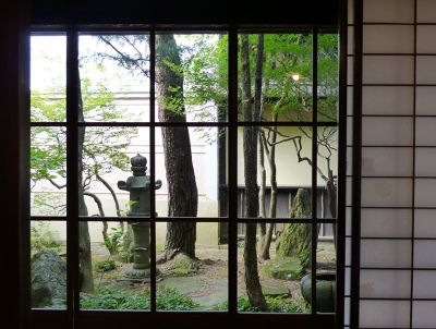 6927699-Inner_garden_Takayama.jpg