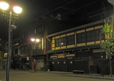 6927712-Old_town_at_night_Takayama.jpg
