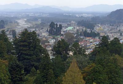 6941678-View_of_Nikko_from_the_top_Nikko.jpg