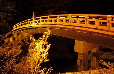 6941793-Shinkyo_Bridge_Nikko.jpg