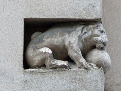 7113558-Rich_in_architectural_details_Vienna.jpg