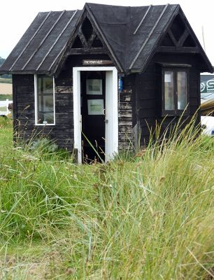 7156898-The_Ferry_Hut_Alnmouth.jpg