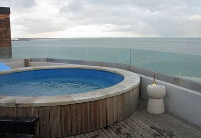 7306980-The_hot_tub_Portsmouth.jpg