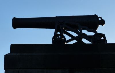 7463271-One_of_the_cannons_Tynemouth.jpg