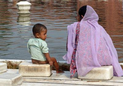 7516393-In_Jama_Masjid_courtyard_Delhi.jpg