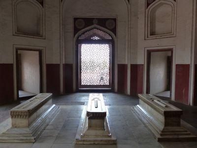 7516422-One_of_the_side_chambers_Delhi.jpg