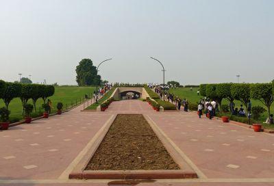 7516425-Raj_Ghat_Delhi.jpg