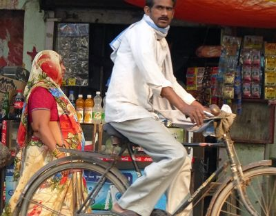 7523481-Near_Itmad_ud_Daulah_Agra.jpg