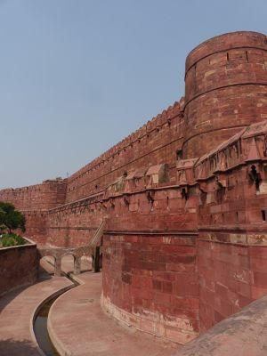 7524282-Agra_Fort_Akhbars_fort_Agra.jpg