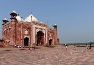 7524286-The_mosque_Agra.jpg