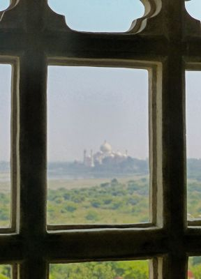 7524345-Shah_Jahans_view_from_the_fort_Agra.jpg