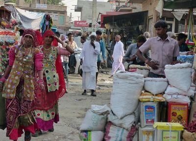 7534348-Market_scene_Khimsar.jpg