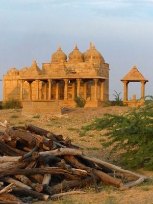 7536630-Sunset_at_Vyas_Chhatri_Jaisalmer.jpg