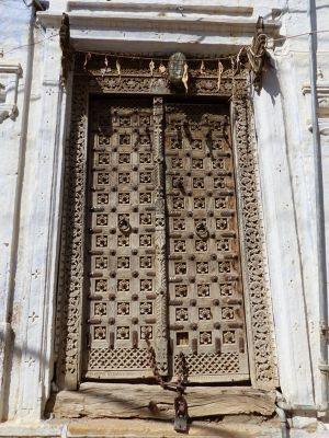 7536641-Such_lovely_doors_Jaisalmer.jpg