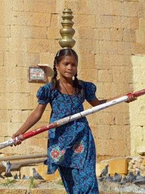 7536701-Tightrope_walker_Jaisalmer.jpg