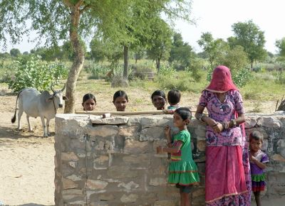7536736-Local_children_Jaisalmer.jpg