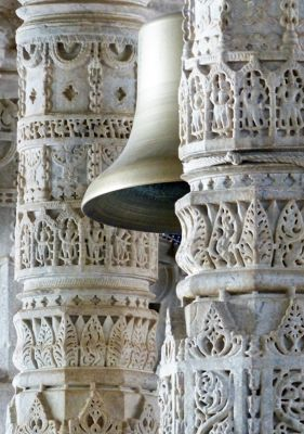 7550846-Inside_the_temple_at_Ranakpur_Sadri.jpg