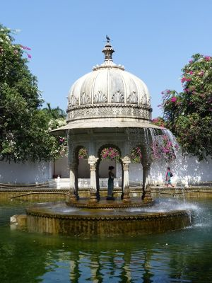 7553555-Walled_garden_Udaipur.jpg