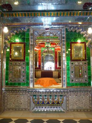 7553590-Manek_Mahal_Udaipur.jpg