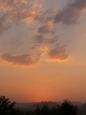 7553635-Udaipur_sunsets_Udaipur.jpg