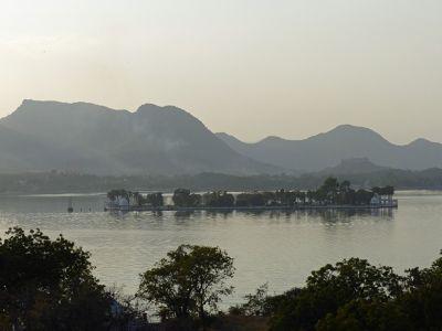 7553665-Fateh_Sagar_lake_Udaipur.jpg
