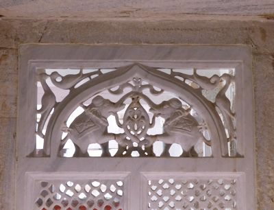 7553666-City_Palace_detail_Udaipur.jpg