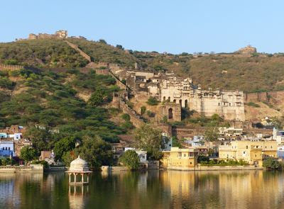 7554343-Palace_and_fort_from_lake_side_Bundi.jpg