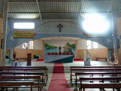 7576443-Inside_the_church_Joal_Fadiout.jpg