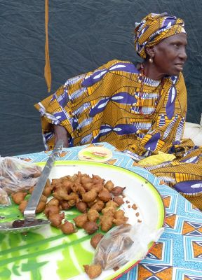 7578268-The_general_market_Ngueniene.jpg
