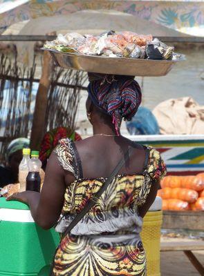 7580286-Market_stall_in_Foundiougne_Fimela.jpg