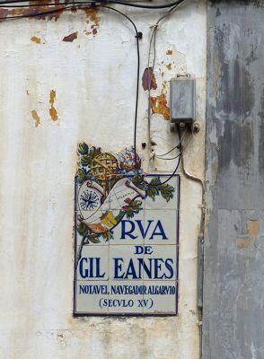 7638455-Street_signs_and_azulejos_Faro.jpg
