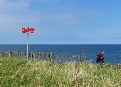 7681818-Be_careful_at_the_cliff_edge.jpg