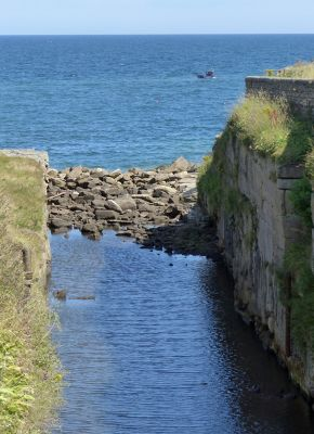 7681831-The_Cut_meets_the_sea_Seaton_Sluice.jpg