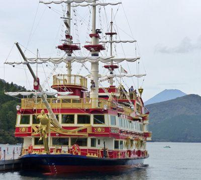 851948396892905-Pirate_ship_..ond_Hakone.jpg