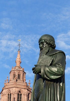 Gutenberg statue and cathedral, Gutenbergplatz, Mainz