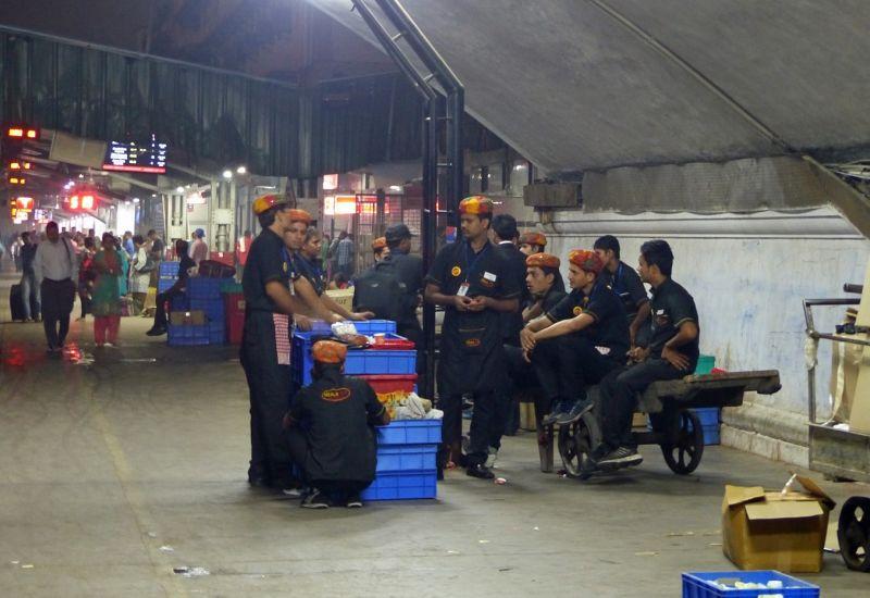 Station in Delhi - Meals on Wheels team - Delhi