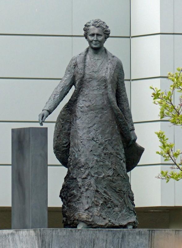 Statue of Ingibjörg H. Bjarnason, Reykjavik