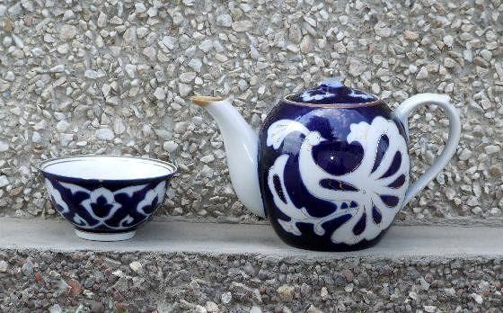 large_3610553-Teapot_and_bowl_Uzbekistan.jpg