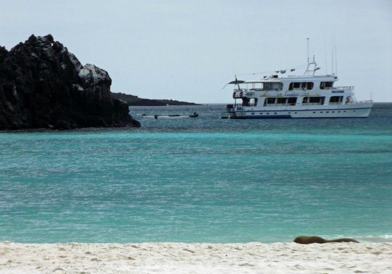 Angelito moored in Gardner Bay - Galápagos Islands