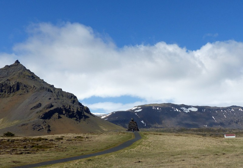 Looking towards the statue of Bárður Snæfellsás, Arnarstapi