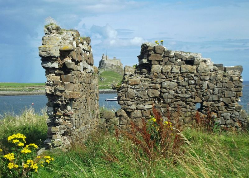 large_6324154-Ruins_of_the_old_fort_Lindisfarne.jpg