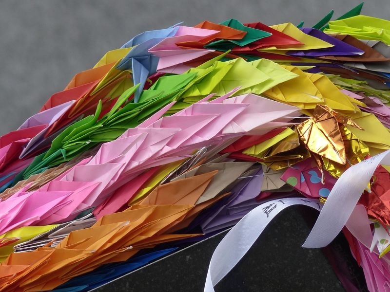 large_648687856909888-Paper_cranes.._Hiroshima.jpg