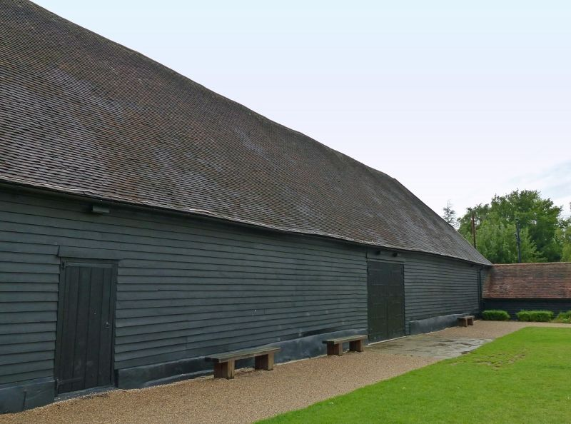 large_6808908-East_side_of_the_barn_Ruislip.jpg