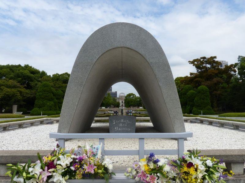 large_6909858-The_Cenotaph_Hiroshima.jpg