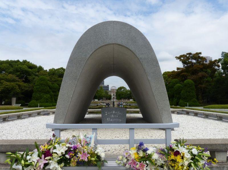 large_6909858-The_Cenotaph_Hiroshima.jpg