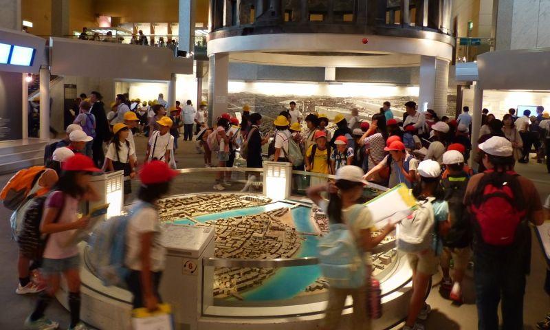 large_6909892-Children_in_the_museum_Hiroshima.jpg