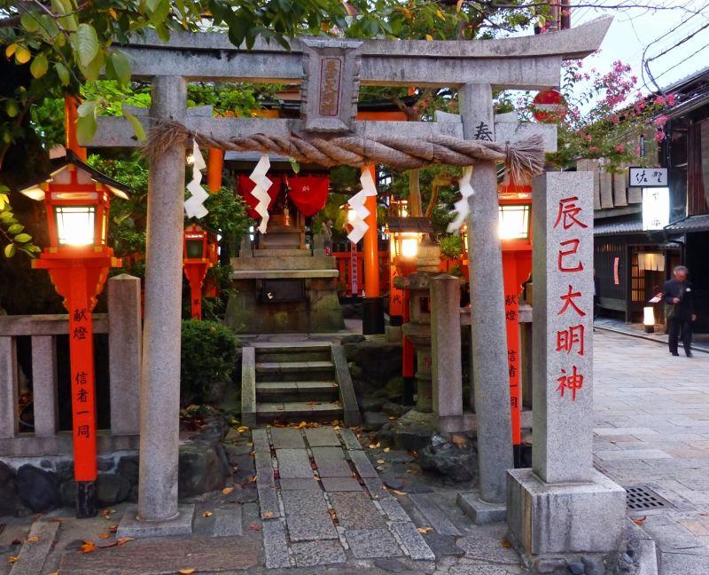 large_6916324-Tatsumi_Daimyojin_Shrine_Kyoto.jpg