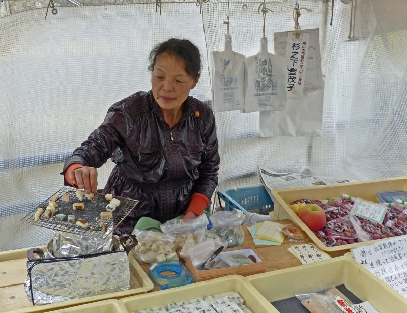 large_6927641-Morning_market_Takayama.jpg