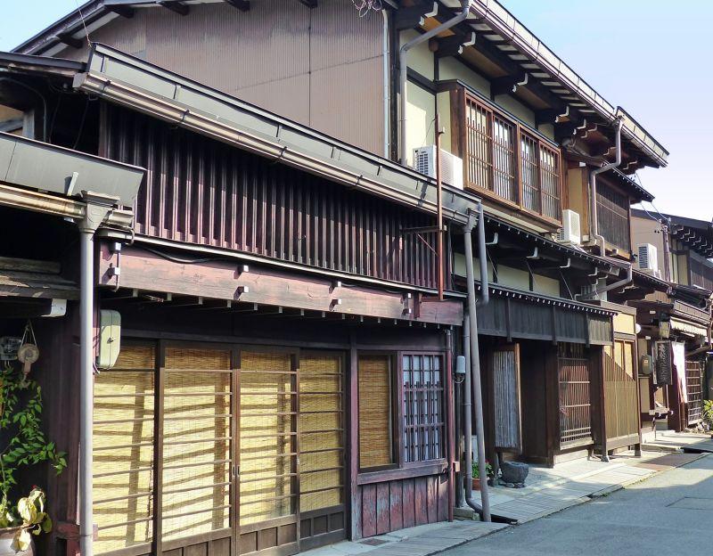 large_6927687-Typical_street_Takayama.jpg