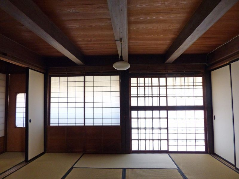 large_6927691-Old_merchant_house_Takayama.jpg